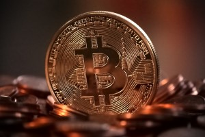 bitcoin advantages over fiat currency